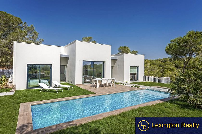Villa on landscaped plot at the golf course