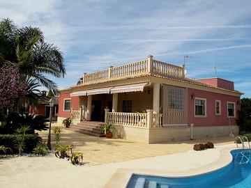 Luxury villa in Perlata Elche in Lexington Realty