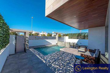 Fabulous three bedroom villas in Quesada in Lexington Realty