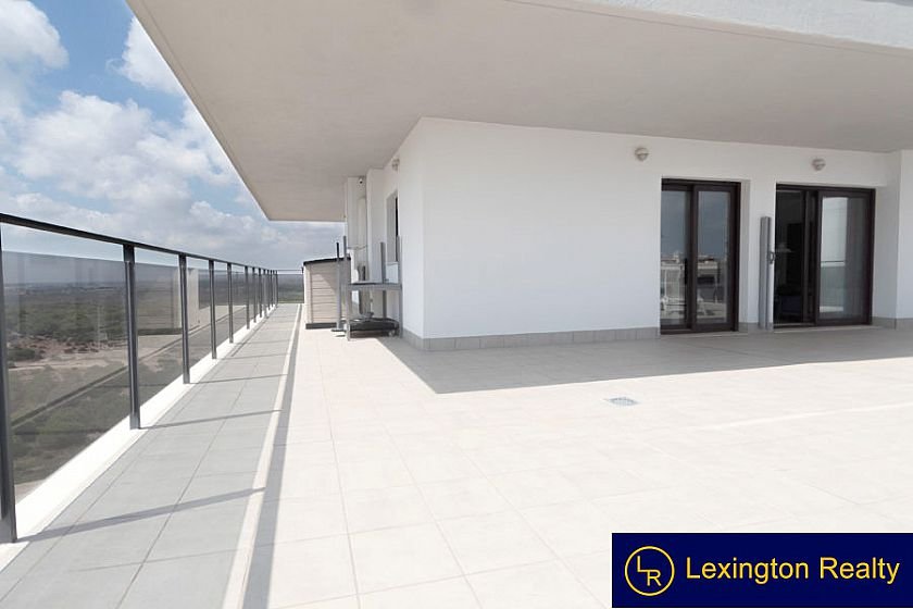 Luxury Apartment with large terrace in Los Arenales del Sol