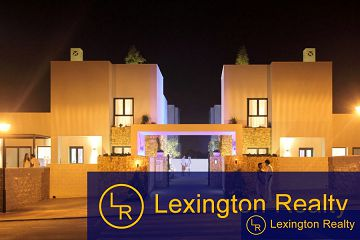 Detached villas in private complex with 3 bedrooms in Lexington Realty